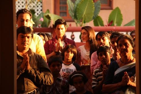 кадры из фильма Случайный доступ Шахрукх Кхан, Карина Капур,