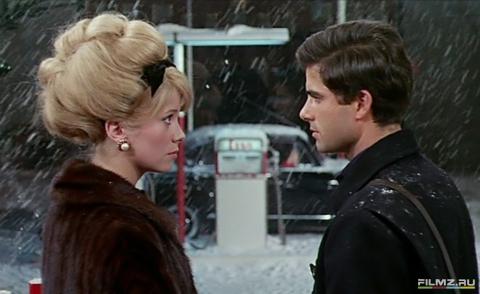 кадр №134644 из фильма Шербурские зонтики