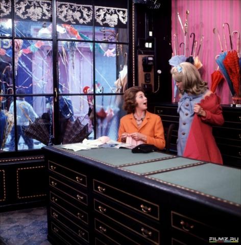 кадр №134652 из фильма Шербурские зонтики
