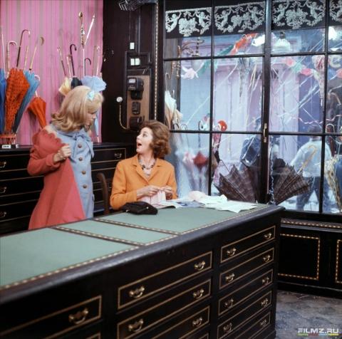 кадр №134658 из фильма Шербурские зонтики