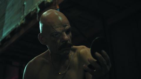 кадры из фильма Корпорация «Святые моторы» Дени Лаван,