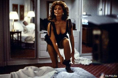 кадры из фильма Высокая мода Софи Лорен,