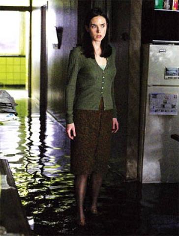 кадр №1414 из фильма Темная вода