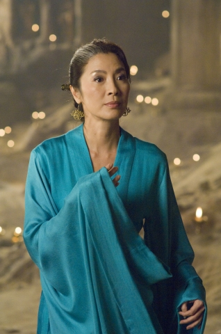 кадры из фильма Мумия: Гробница императора драконов Мишель Йео,