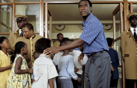 кадр №149817 из фильма Отель «Руанда»