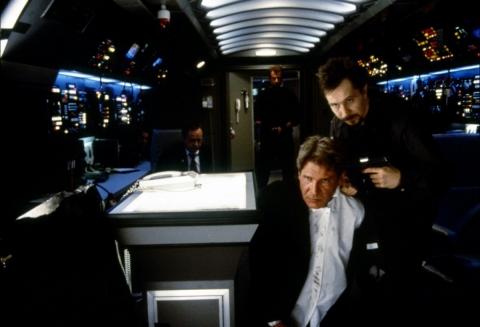 кадр №154443 из фильма Самолет президента