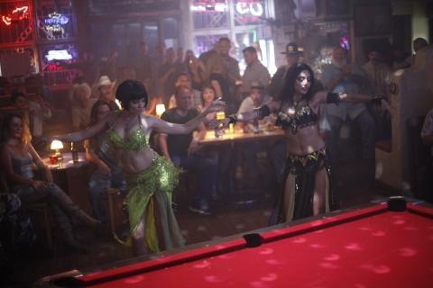 кадр №163348 из фильма Совсем как женщина*