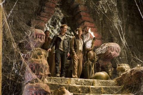 кадры из фильма Индиана Джонс и Королевство Хрустального Черепа Харрисон Форд, Шайа ЛаБаф,