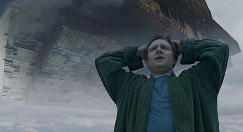 кадры из фильма Автостопом по Галактике Мартин Фримен,