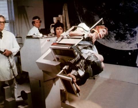 кадр №167930 из фильма Человек, который упал на Землю