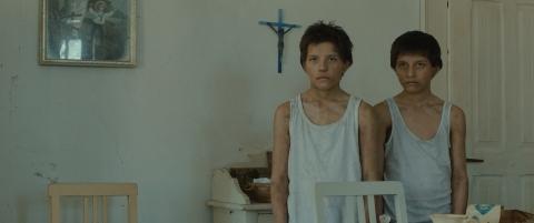 кадры из фильма Толстая тетрадь