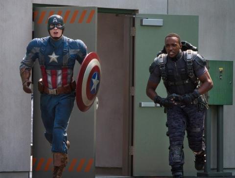 кадры из фильма Первый Мститель: Другая война Крис Эванс, Энтони Маки,