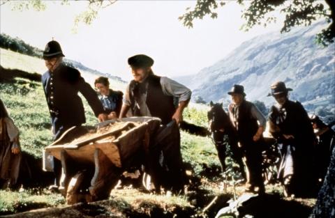 кадр №192704 из фильма Англичанин, который поднялся на холм, но спустился с горы*