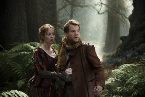 кадры из фильма Чем дальше в лес… Эмили Блант, Джеймс Корден,