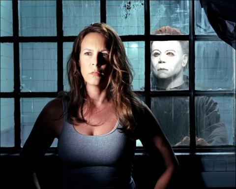 кадры из фильма Хэллоуин: Воскрешение Джейми Ли Кертис,