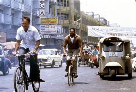 кадры из фильма Доброе утро, Вьетнам Форест Уайтекер, Робин Уильямс,