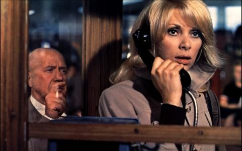 кадр №195430 из фильма Высокий блондин в черном ботинке