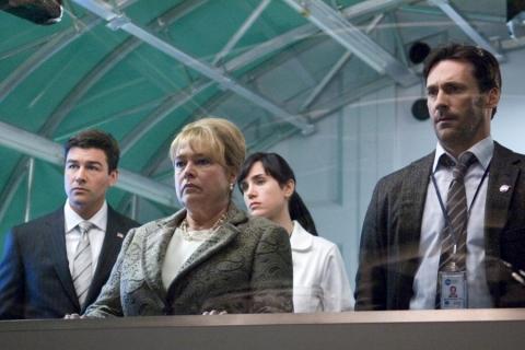 кадры из фильма День, когда Земля остановилась Дженнифер Коннелли, Кэти Бэйтс,