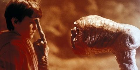 кадры из фильма Инопланетянин