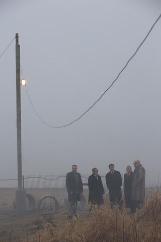 кадр №206017 из фильма Под электрическими облаками
