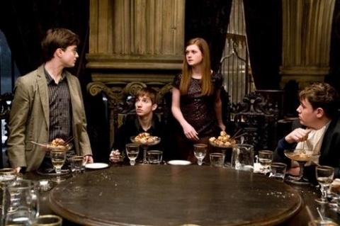 кадры из фильма Гарри Поттер и Принц-полукровка Дэниэл Рэдклифф, Бонни Райт,
