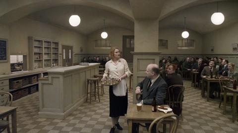 кадр №212104 из фильма Голубь сидел на ветке, размышляя о бытии