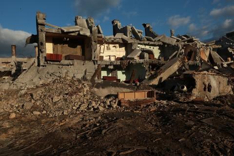 кадр №216198 из фильма Землетрясение