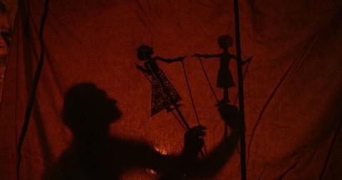 кадр №218142 из фильма Он — дракон