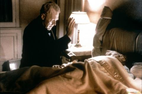 кадры из фильма Изгоняющий дьявола Линда Блэйр, Макс фон Сюдов,