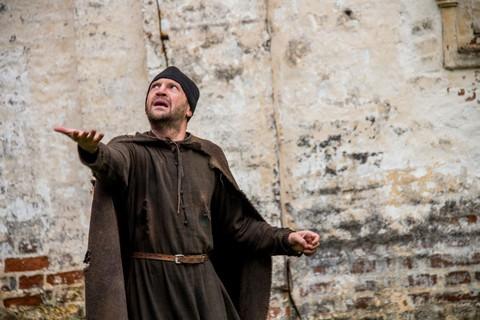 кадр №228039 из фильма Монах и бес