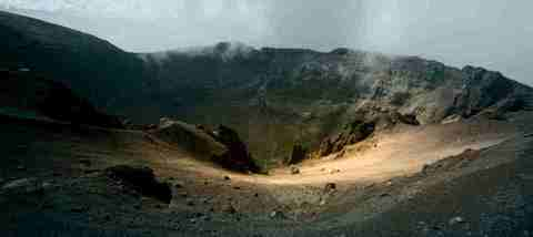 кадр №230863 из фильма Жизнь на вулкане