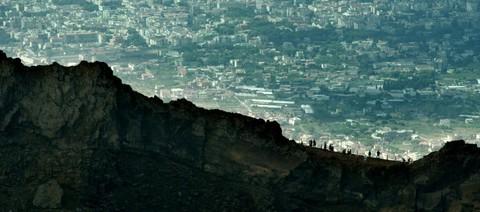 кадр №230865 из фильма Жизнь на вулкане
