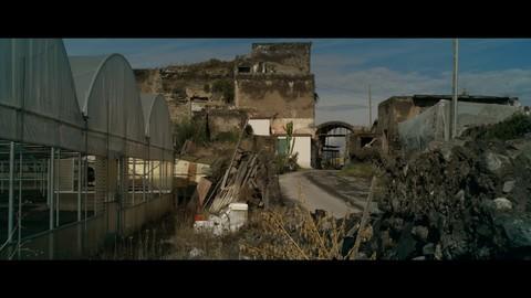 кадр №230874 из фильма Жизнь на вулкане