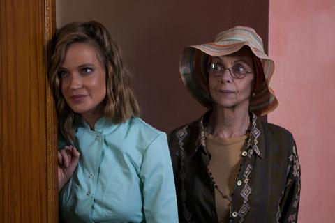 кадр №238767 из фильма Бабушка лёгкого поведения