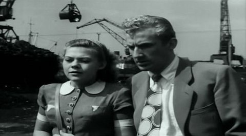 кадр №244371 из фильма Портовый город