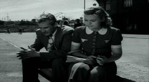 кадр №244375 из фильма Портовый город