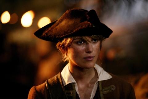 кадры из фильма Пираты Карибского моря: Сундук мертвеца Кира Найтли,