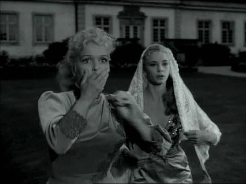 кадр №246200 из фильма Улыбки летней ночи