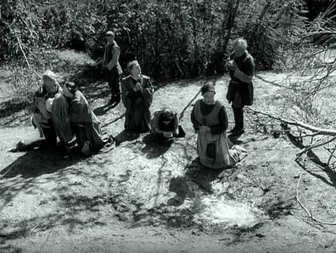 кадр №247304 из фильма Девичий источник