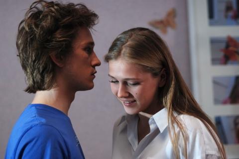 кадры из фильма Поцелуй сквозь стену Антон Шагин, Карина Андоленко,