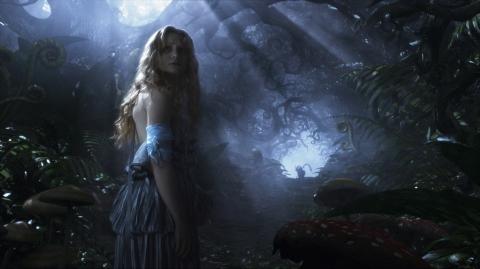 кадры из фильма Алиса в Стране чудес Мия Васиковска,