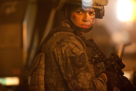 кадры из фильма Инопланетное вторжение: Битва за Лос-Анджелес Мишель Родригес,