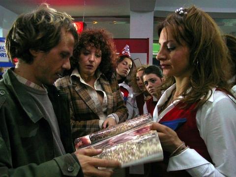 кадр №57187 из фильма Клубничка в супермаркете