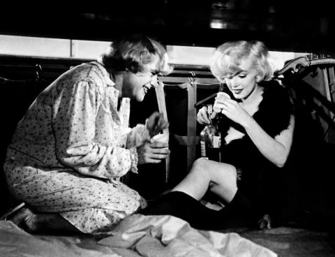 кадр №57371 из фильма В джазе только девушки