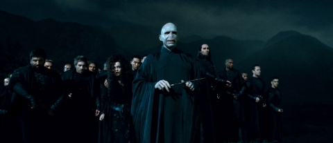 кадры из фильма Гарри Поттер и Дары Смерти: Часть вторая Хелена Бонэм Картер, Рэйф Файнс,