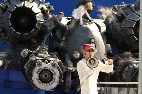 со съемок Трансформеры 3: Темная сторона Луны Шайа ЛаБаф, Рози Хантингтон-Уайтли, Майкл Бэй,