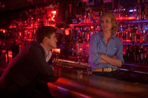 кадр №68168 из фильма Девушка заходит в бар*