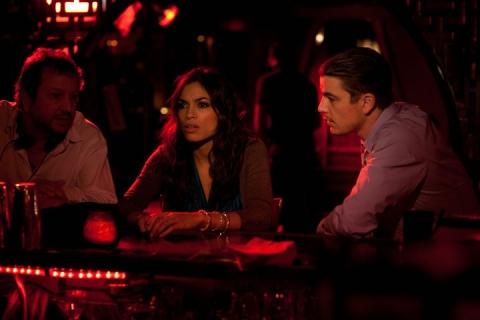 кадр №68172 из фильма Девушка заходит в бар*
