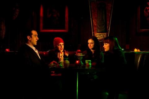 кадр №68176 из фильма Девушка заходит в бар*