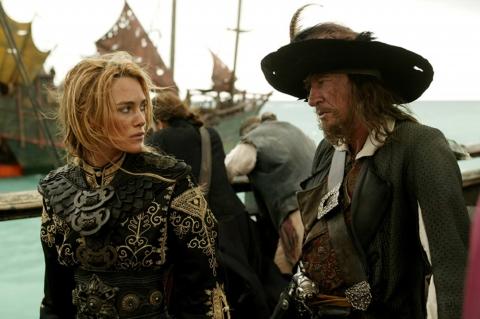 кадры из фильма Пираты Карибского моря: На краю света Джеффри Раш, Кира Найтли,
